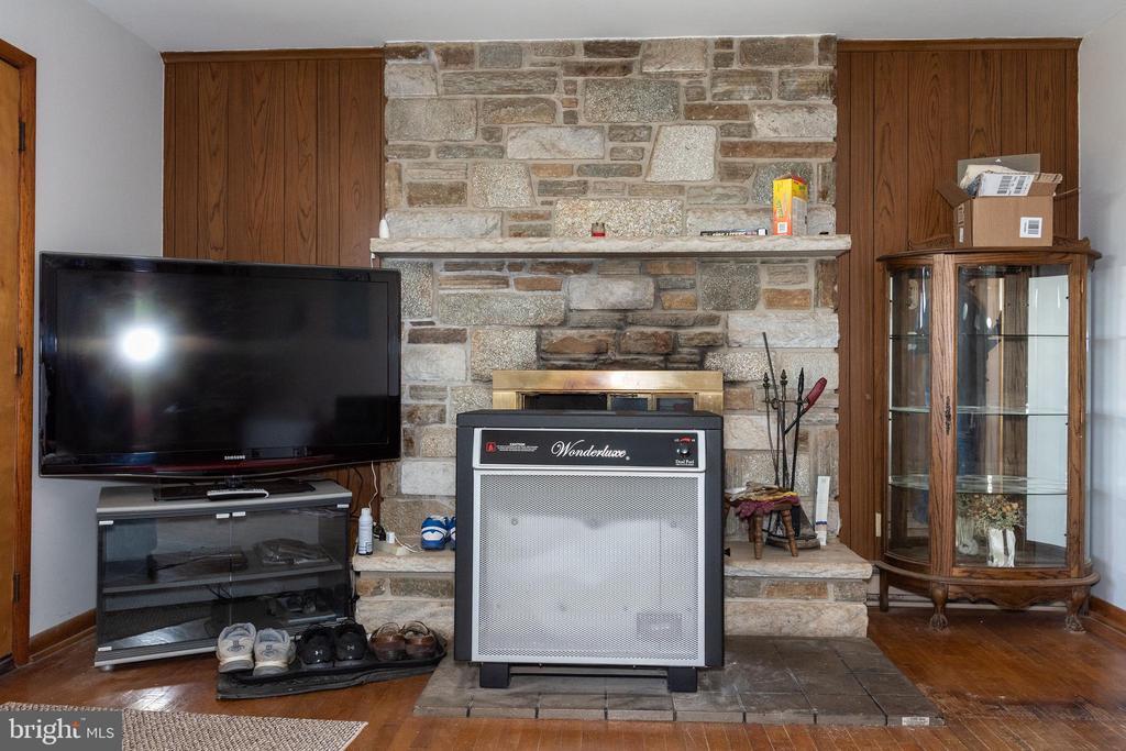 Main house stone fireplace - 12011-A KEYMAR RD, KEYMAR