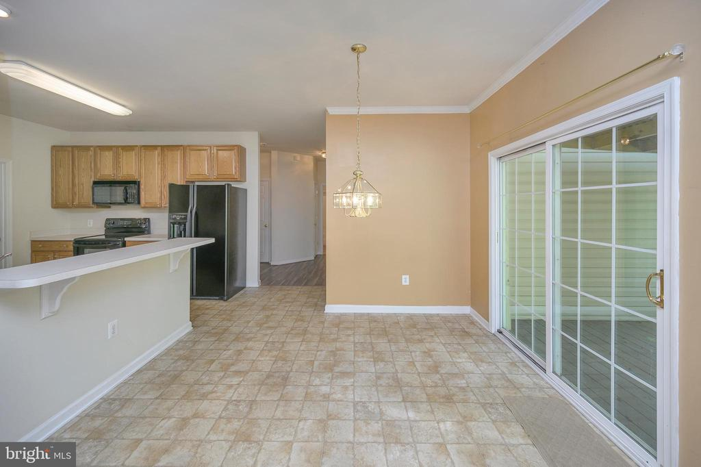 Spacious breakfast room off kitchen - 412 BIRDIE RD, LOCUST GROVE