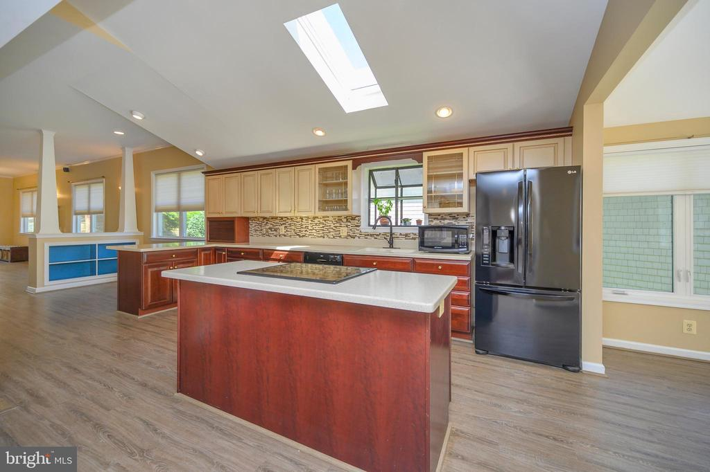 Enjoy cooking in this amazing kitchen - 118 CONFEDERATE CIR, LOCUST GROVE