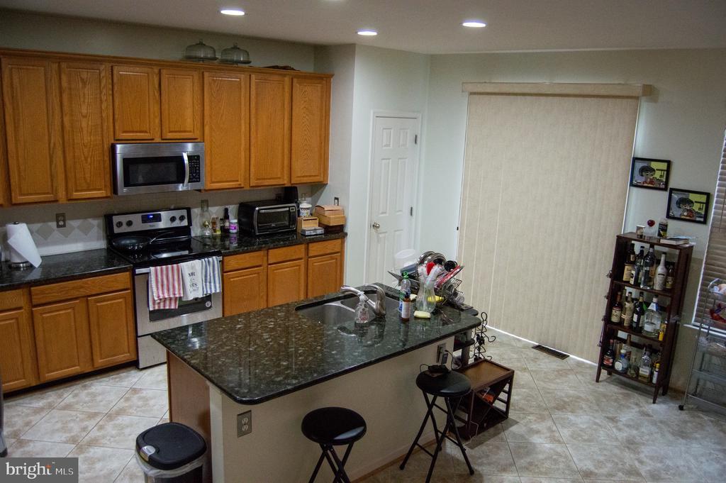 2020 kitchen - 6587 KIERNAN CT, ALEXANDRIA