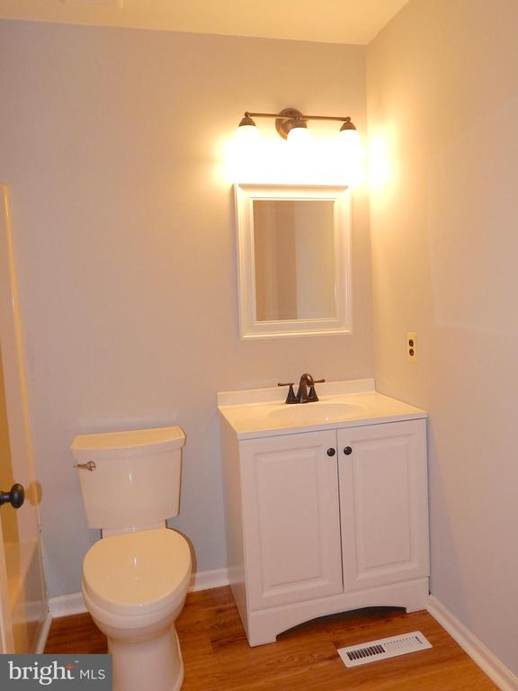 Updated hall bath - 4 NORMAN CT, FREDERICKSBURG