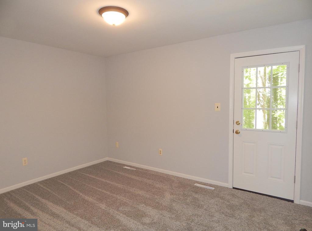 Main level master-door to deck, new carpet, paint - 4 NORMAN CT, FREDERICKSBURG