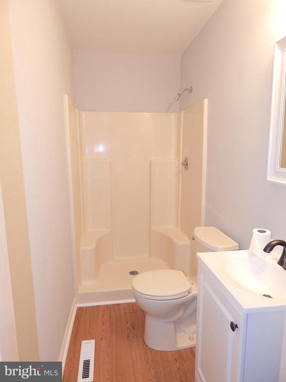 Updated full master bath - 4 NORMAN CT, FREDERICKSBURG