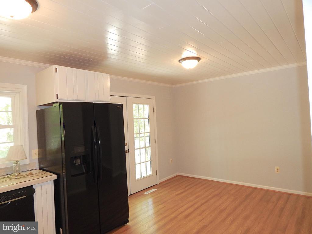 Kitchen table space, new lighting, paint, flooring - 4 NORMAN CT, FREDERICKSBURG