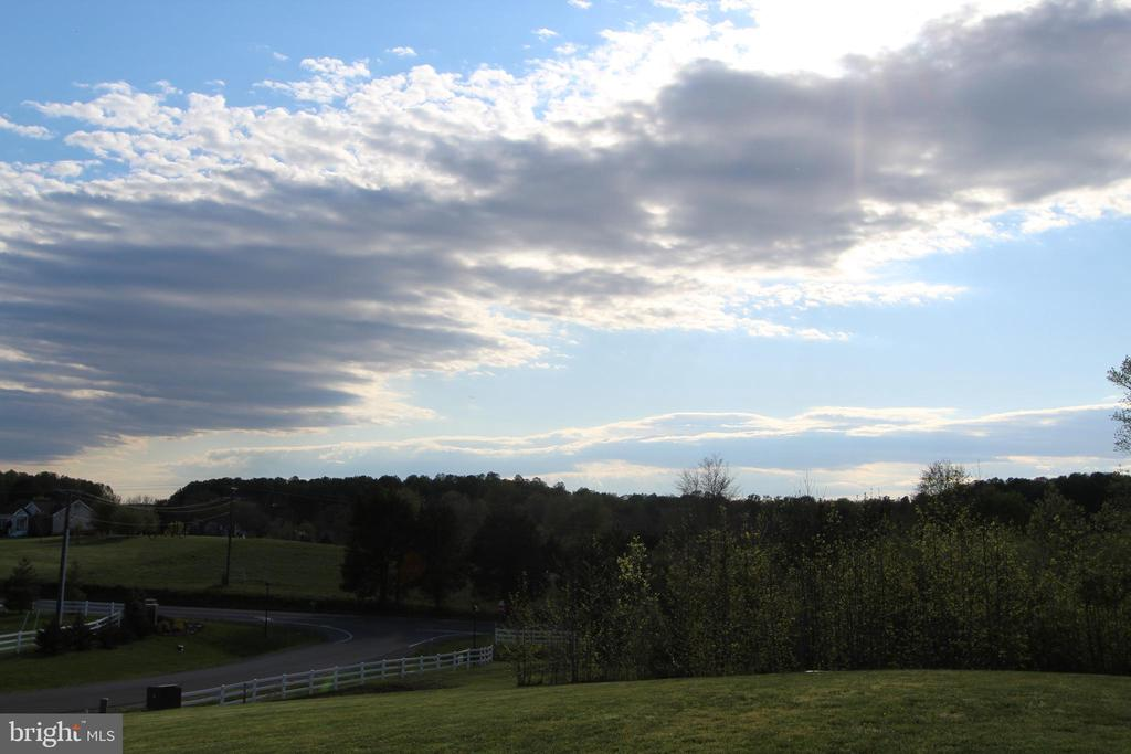 Breathtaking sunsets from the home! - 35 DONOVAN LN, STAFFORD