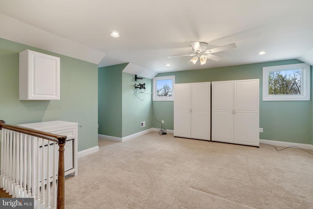 Fourth Floor Bedroom #5 or Au Pair Suite - 24020 LACEYS TAVERN CT, ALDIE