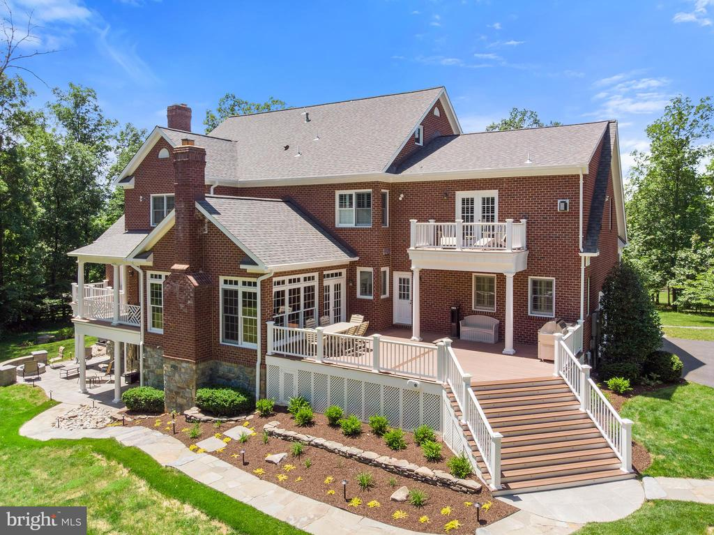 Rear Elevation Featuring Large Deck - 24020 LACEYS TAVERN CT, ALDIE