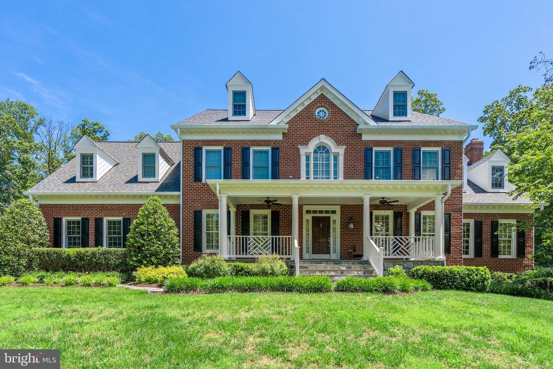 Single Family Homes 為 出售 在 Aldie, 弗吉尼亞州 20105 美國
