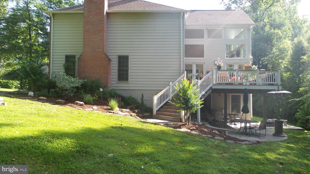 Main level deck with  stairs to lawn & patio below - 10651 OAKTON RIDGE CT, OAKTON