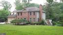 House sits off street, on over an acre - 10651 OAKTON RIDGE CT, OAKTON