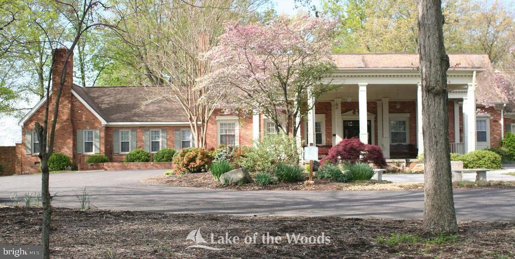 Lake of the Woods clubhouse - 412 BIRDIE RD, LOCUST GROVE