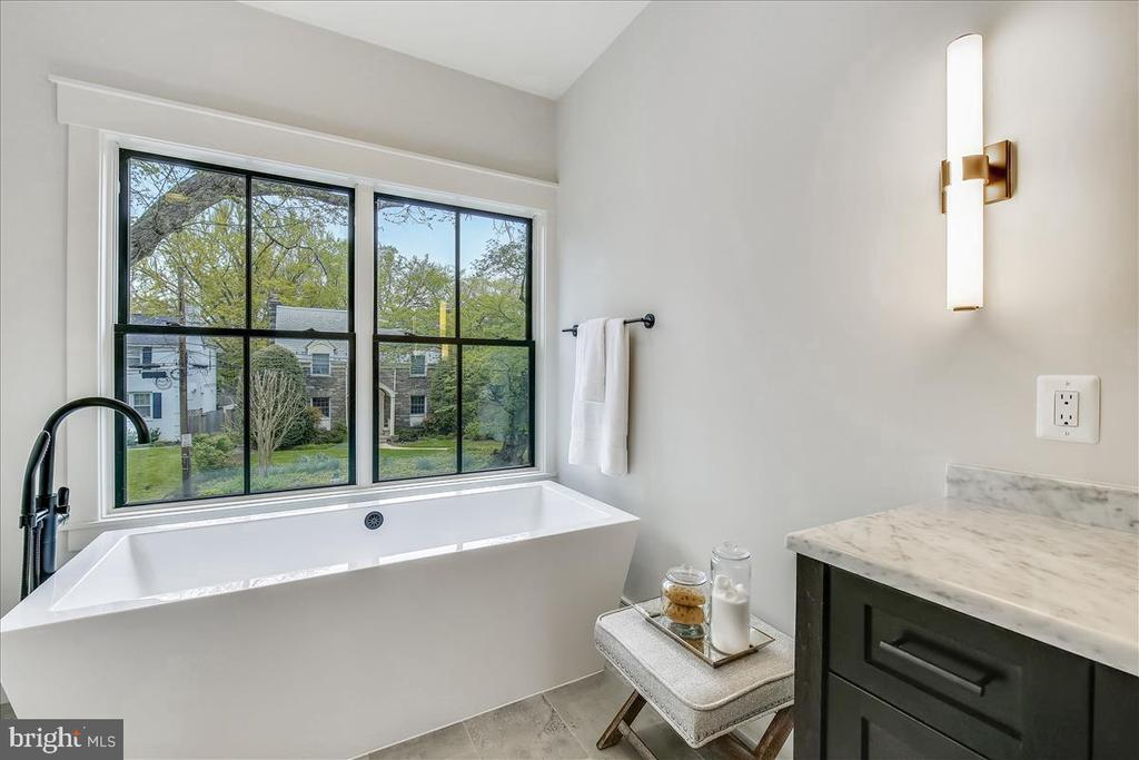 Master Suite Spa Bath - 5100 FAIRGLEN LN, CHEVY CHASE
