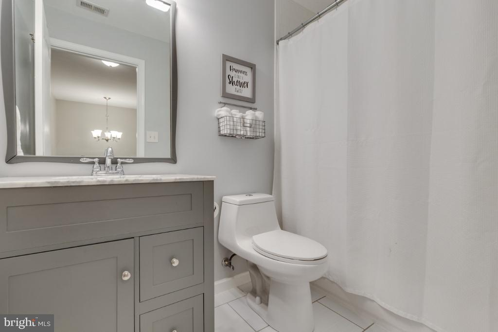 Remodeled Hall Full Bathroom - 43609 DUNHILL CUP SQ, ASHBURN