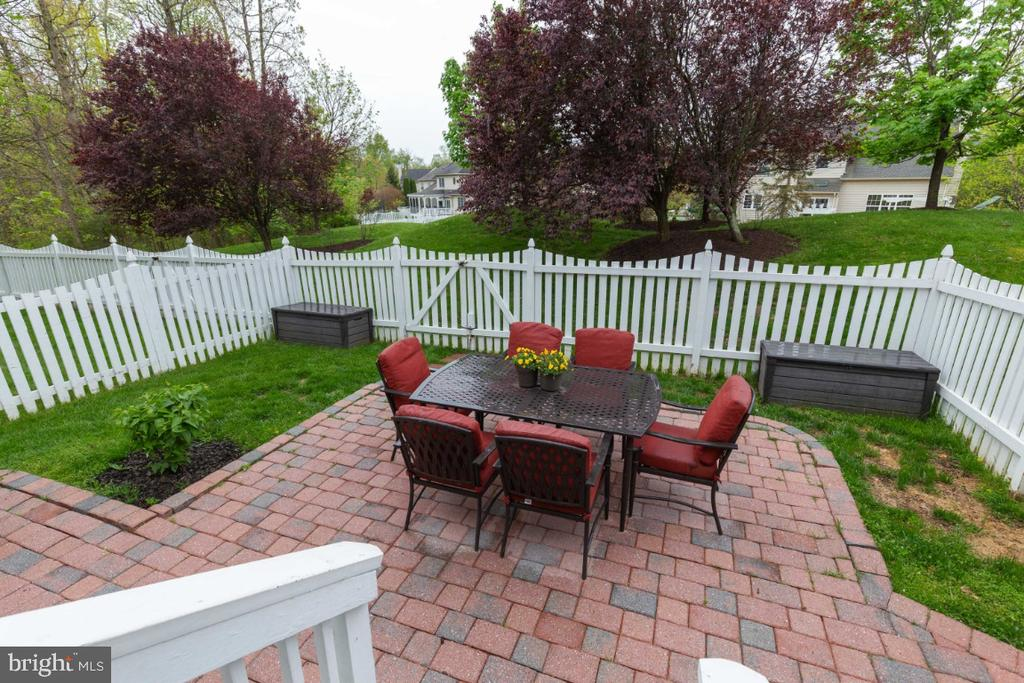 Deck View with Fenced Rear Yard - 43609 DUNHILL CUP SQ, ASHBURN