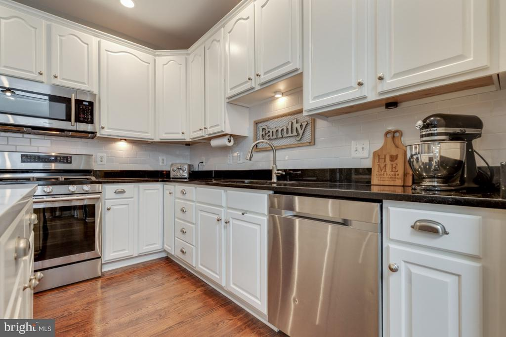 Stainless Steel Appliances - 43609 DUNHILL CUP SQ, ASHBURN