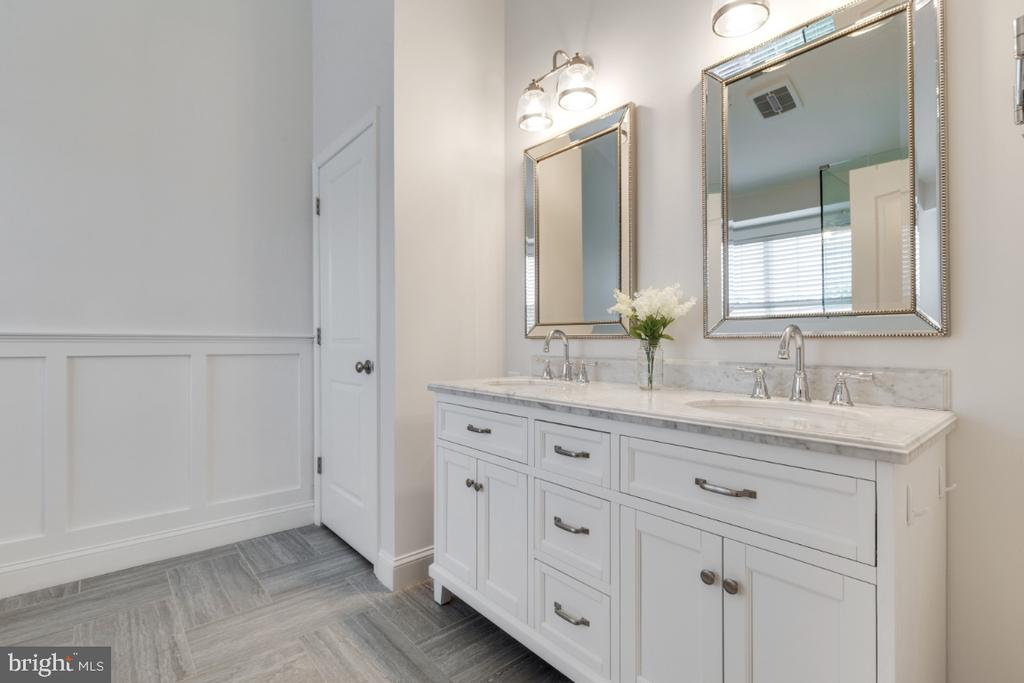 Completely Remodeled Luxury Master Bathroom - 43609 DUNHILL CUP SQ, ASHBURN