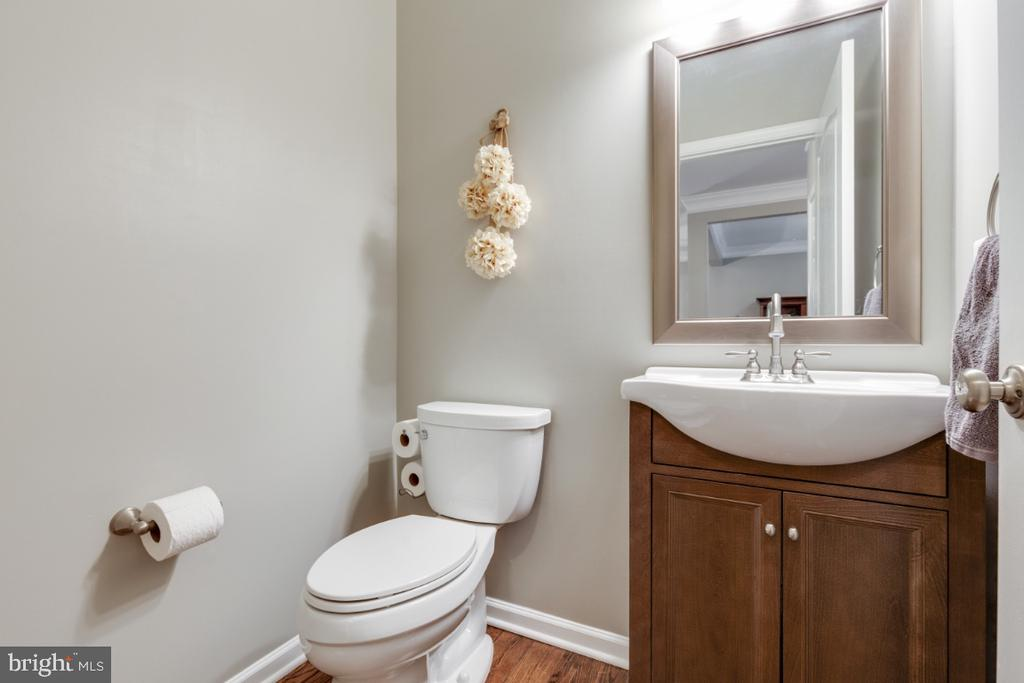 Updated Half Bathroom - 43609 DUNHILL CUP SQ, ASHBURN