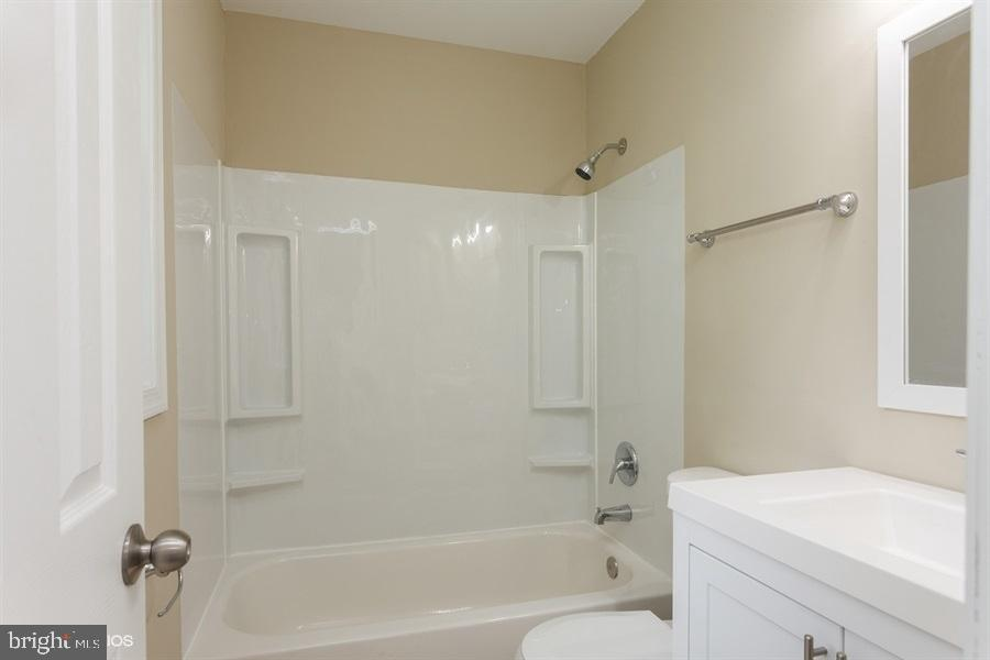 Master bath - 413 MILLWOOF DR, CAPITOL HEIGHTS