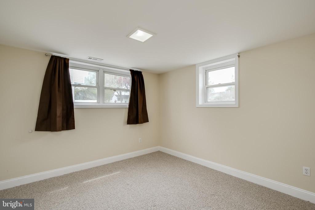 Lower Level Bedroom - 275 PINOAK LN, FREDERICK