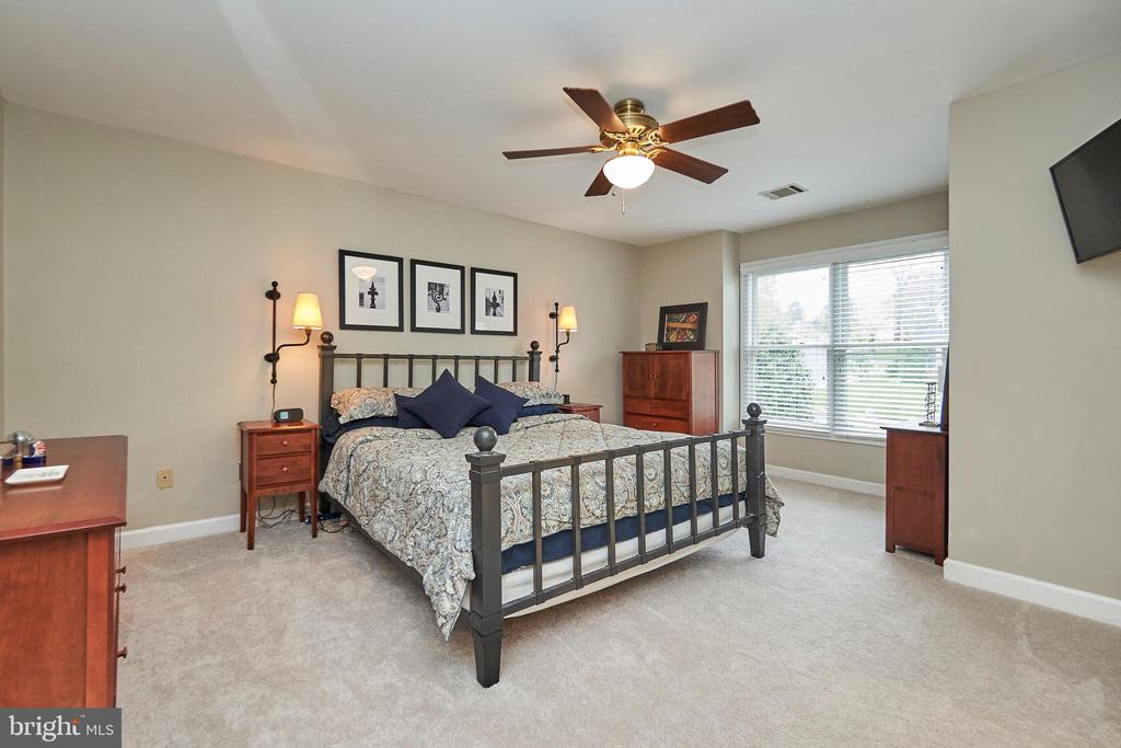 Master Bedroom with Ceiling Fan - 5809 MAGNOLIA LN, FALLS CHURCH