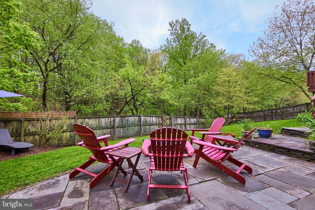 Peaceful Rear View - 5809 MAGNOLIA LN, FALLS CHURCH