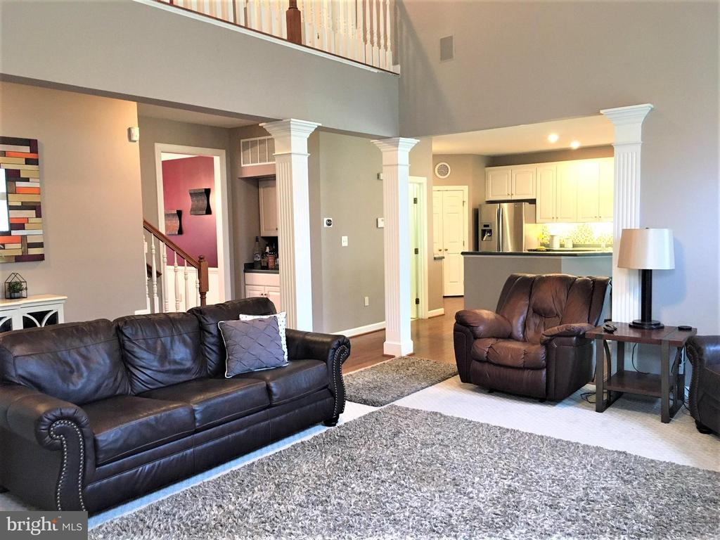 Family Room is open to the kitchen. - 17720 CRICKET HILL DR, GERMANTOWN