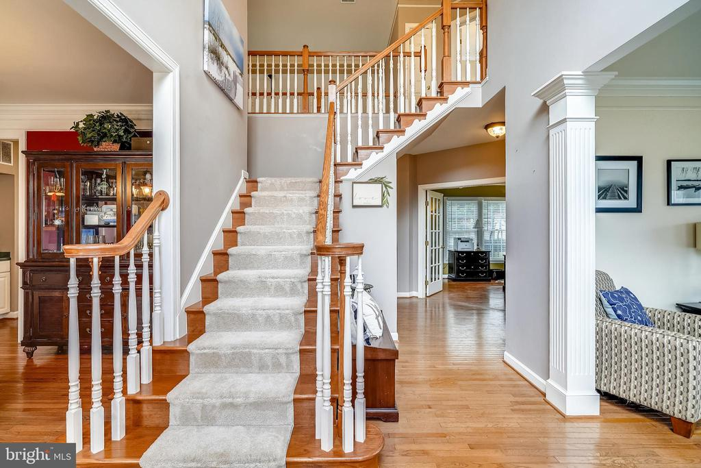 Gracious Entry ~ makes you feel welcome. - 17720 CRICKET HILL DR, GERMANTOWN