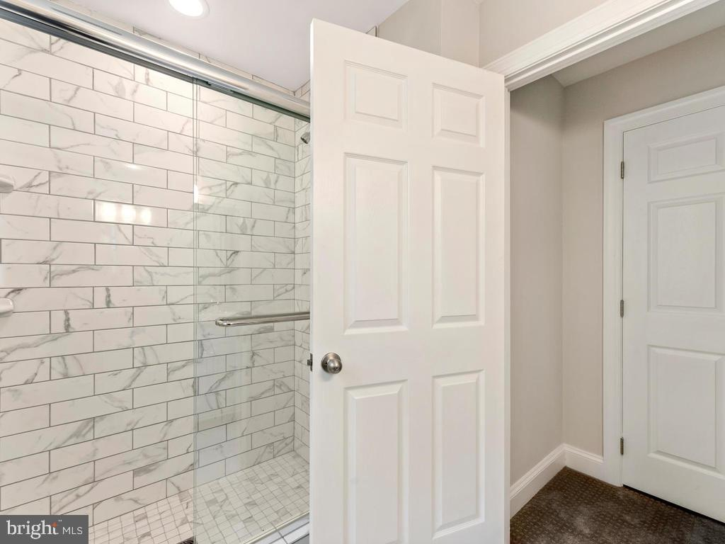 Marble tiled shower in master bath - 1211 BARBUD LN, ANNAPOLIS