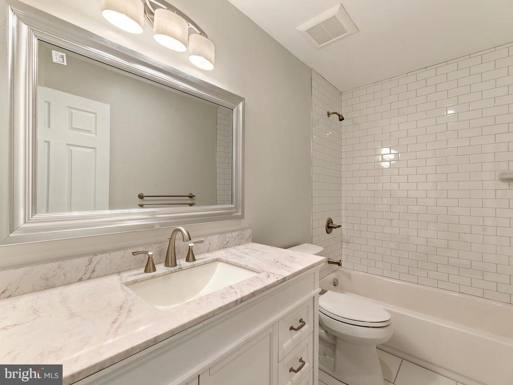 Additional full bath on bedroom level - 1211 BARBUD LN, ANNAPOLIS