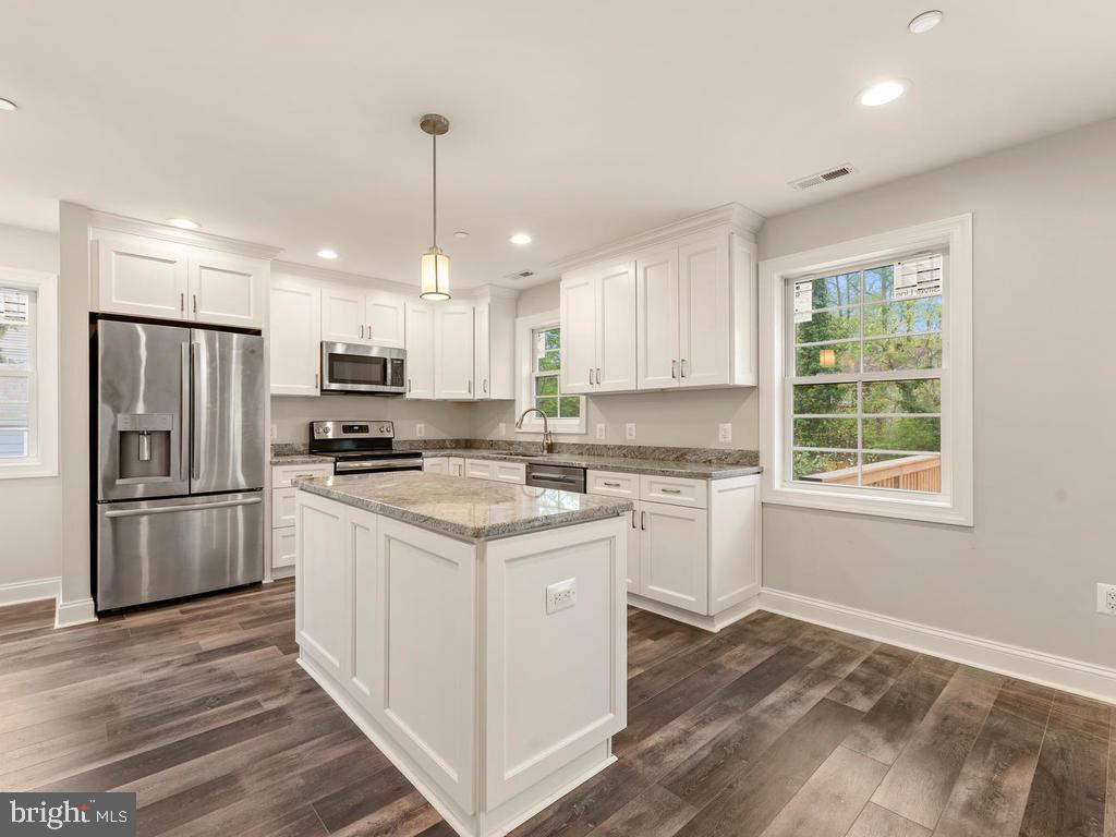 Kitchen has island for workspace or buffet dining - 1211 BARBUD LN, ANNAPOLIS