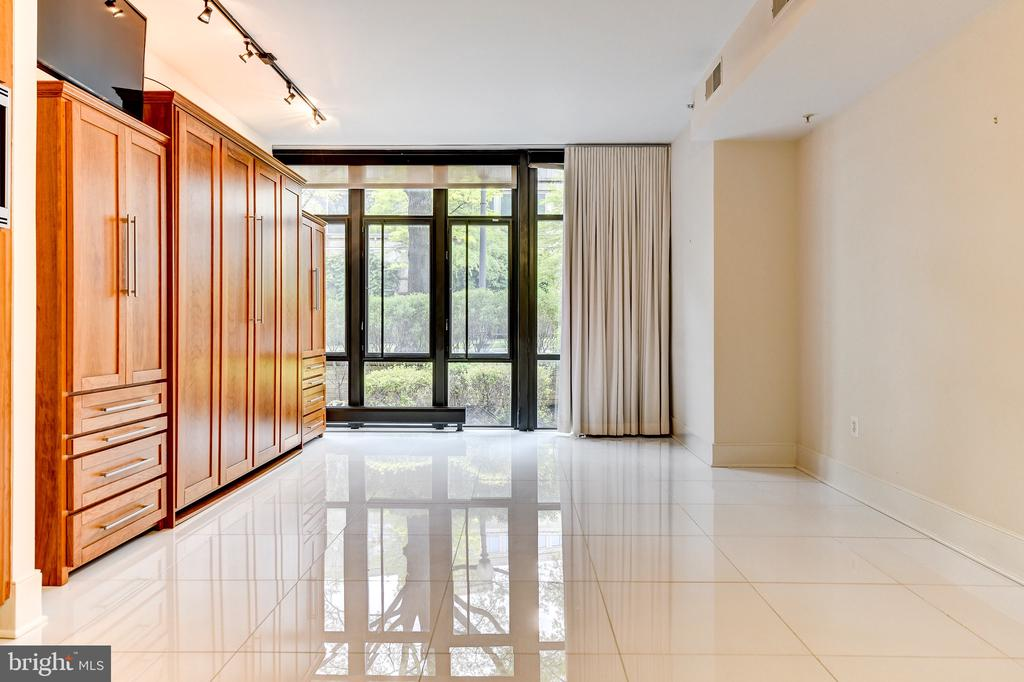 Ceiling to floor windows - 4301 MILITARY RD NW #112, WASHINGTON
