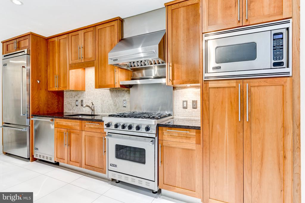 Kitchen fit for a gourmet cook - 4301 MILITARY RD NW #112, WASHINGTON