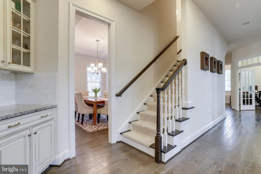 Back stairwell leading to the upstairs - 1381 BISHOP CREST CT, ALEXANDRIA