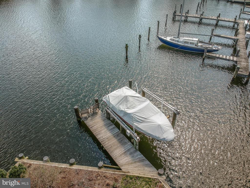 Boatlift and new  pier and bulkhead 85' waterfront - 610 BURNSIDE ST, ANNAPOLIS