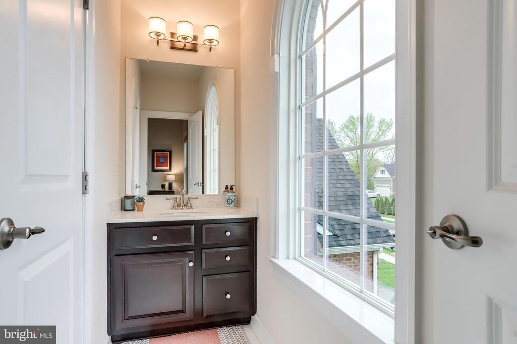 Bedroom 3 vanity - shares shower/tub with bdrm 4 - 1381 BISHOP CREST CT, ALEXANDRIA