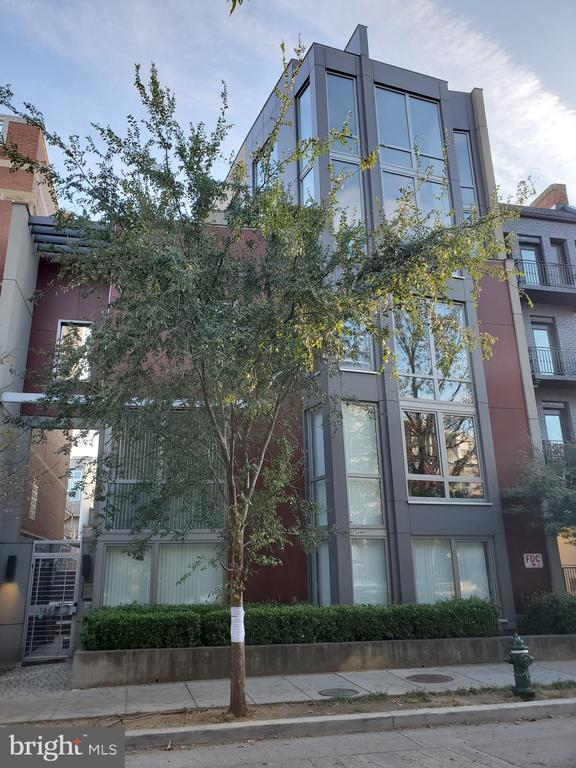 A statement  Front facade defines Harvard Lofts - 1466 NW HARVARD ST NW #PH-3, WASHINGTON