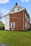 - 122 S CHURCH ST, BERRYVILLE