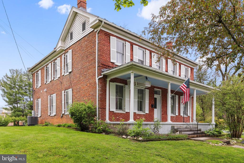 Historic blended with New - 122 S CHURCH ST, BERRYVILLE