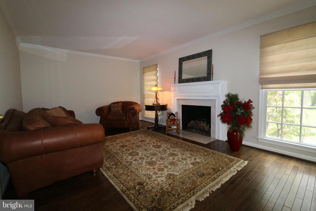 Formal Living Room looking from entrance hall - 10651 OAKTON RIDGE CT, OAKTON