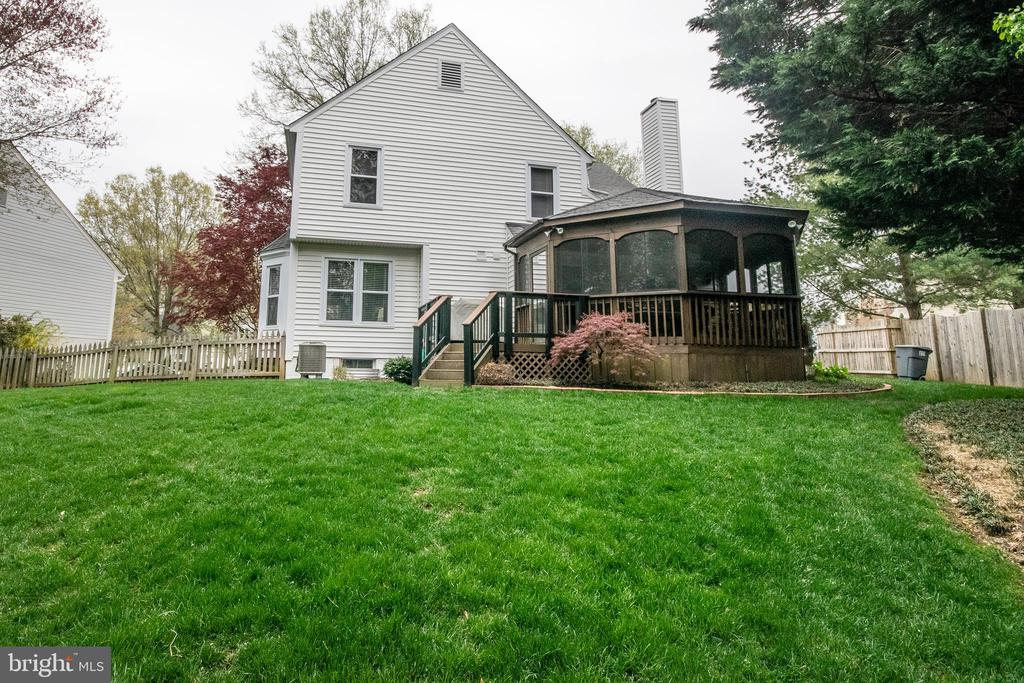 Very well maintained fenced yard. - 29 BURNS RD, STAFFORD
