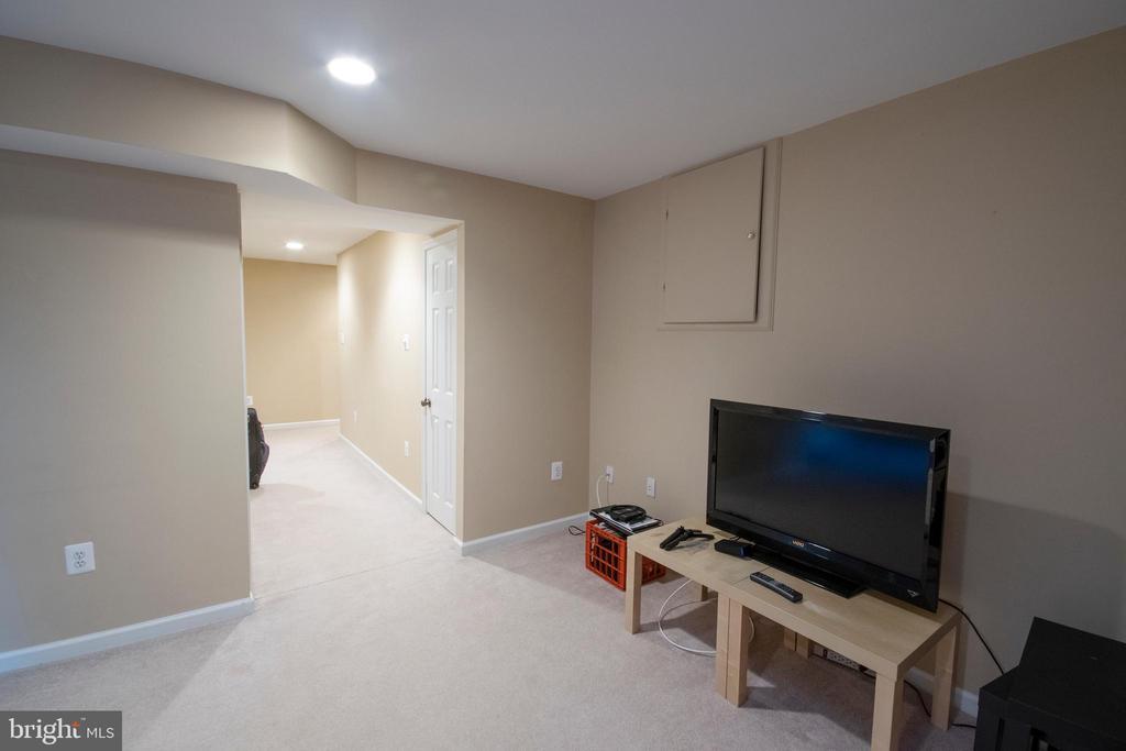 Basement rec room - 29 BURNS RD, STAFFORD