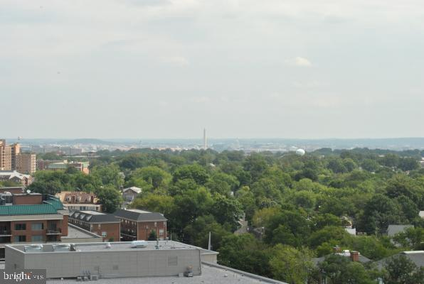 Living Room  Unobstructed View of Monuments & DC - 3800 FAIRFAX DR #1512, ARLINGTON