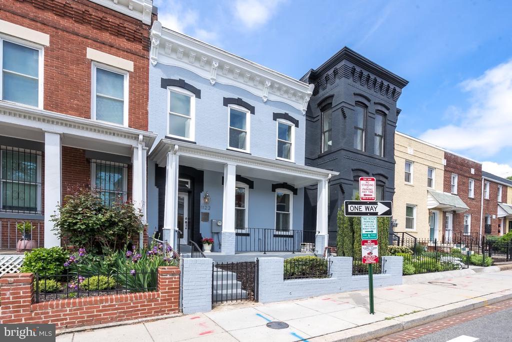 Front facade - 1122 6TH ST NE, WASHINGTON