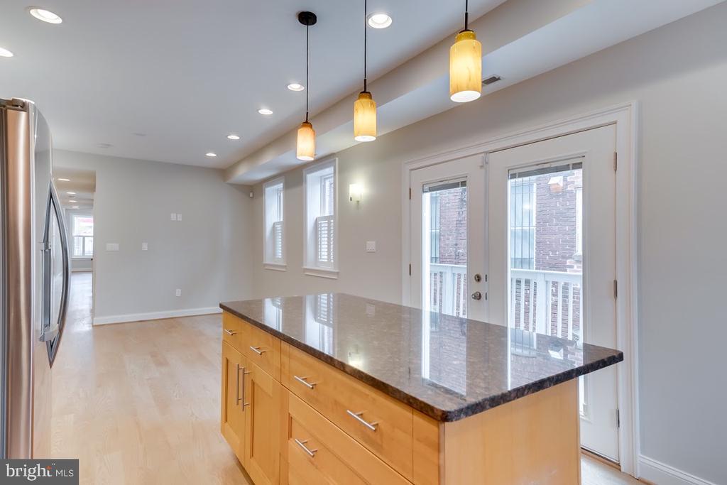 Family room and chef~s kitchen - 1122 6TH ST NE, WASHINGTON