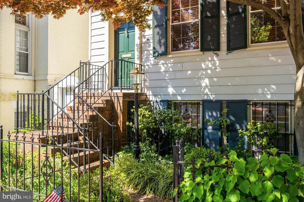 Front facade - 529 4TH ST SE, WASHINGTON