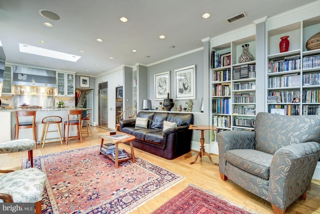 Sitting room adjacent to kitchen - 529 4TH ST SE, WASHINGTON