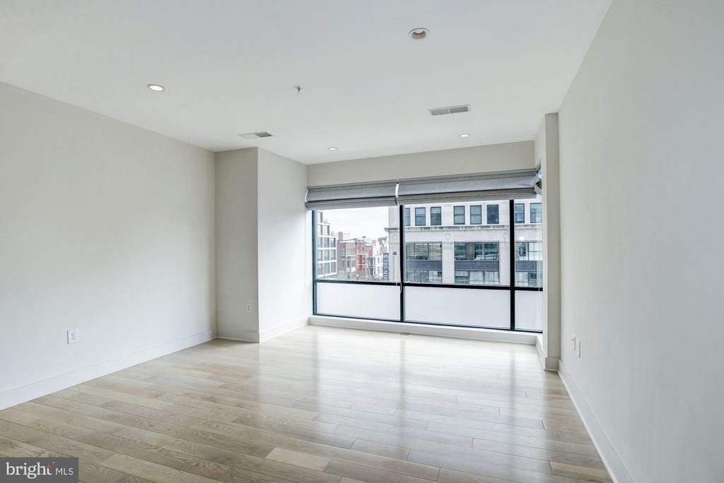 Bright and sunny living room - 1634 14TH ST NW #404, WASHINGTON