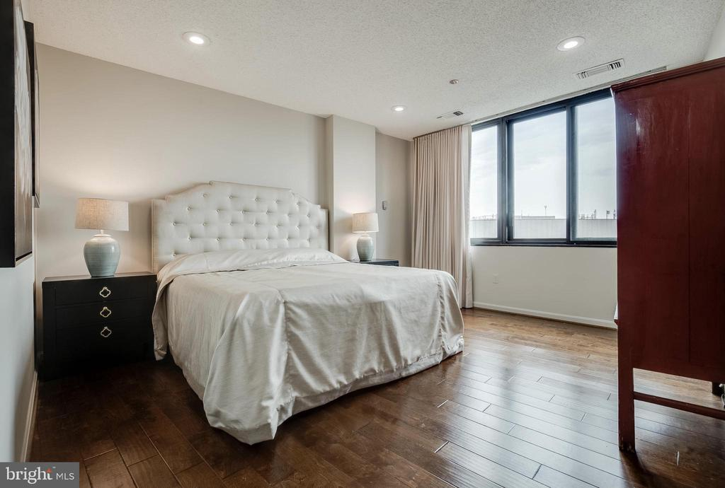 Master Bedroom - 1300 CRYSTAL DR #PH14S, ARLINGTON