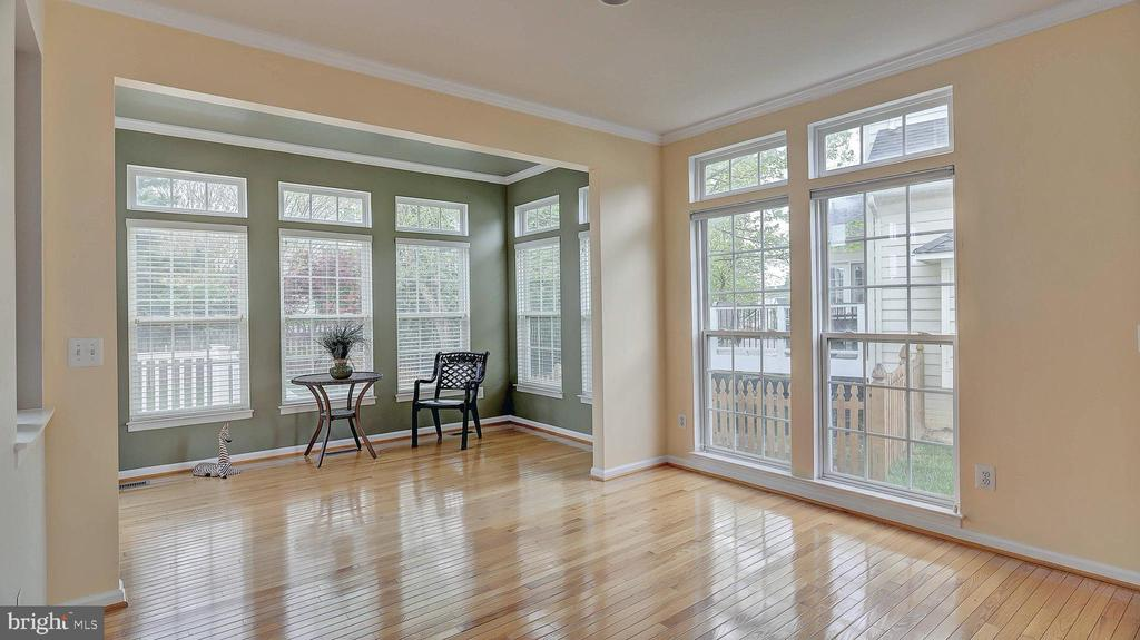 Gourmet Kitchen, room for large table - 43262 LECROY CIR, LEESBURG