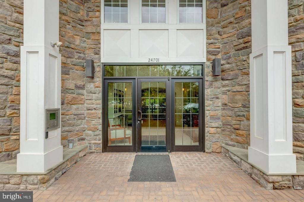 Located in secured building! - 24701 BYRNE MEADOW SQ #302, ALDIE